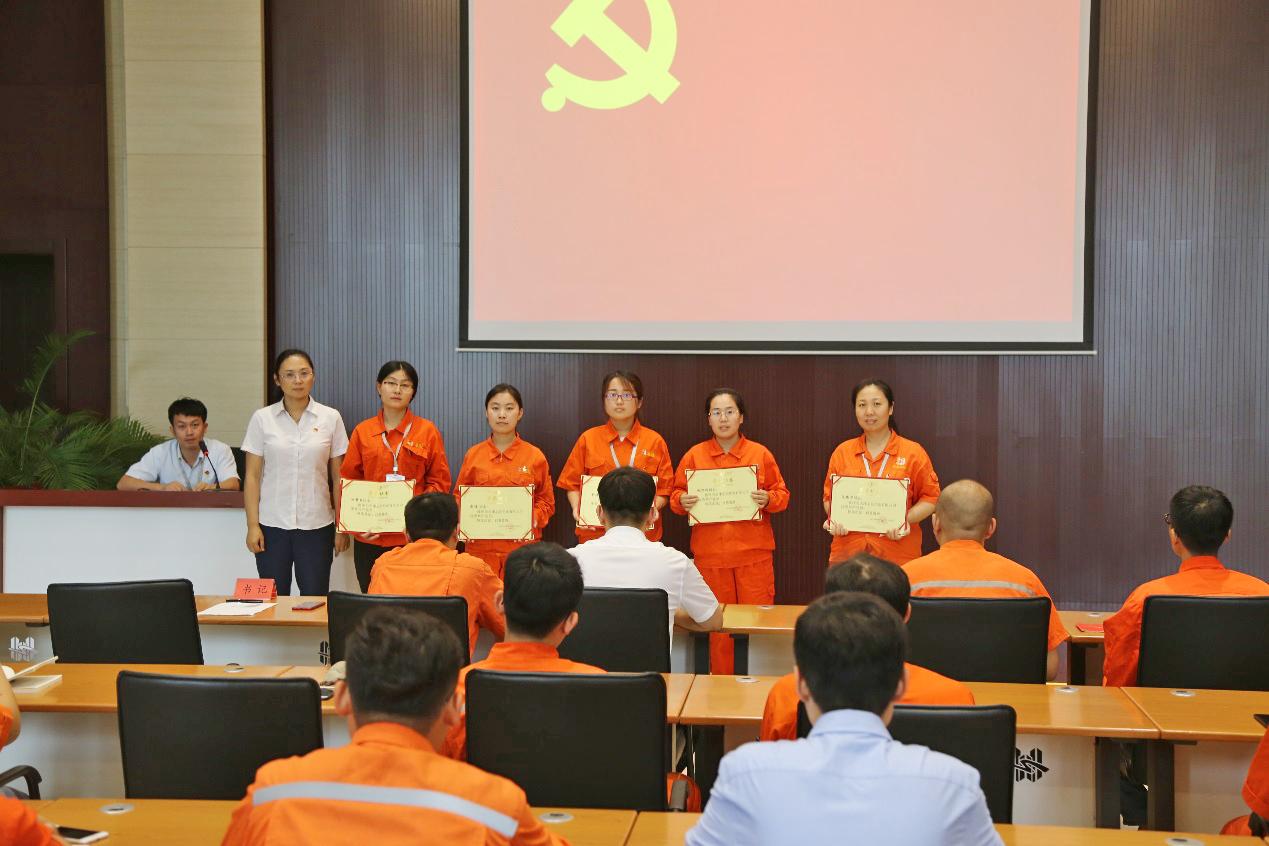 公司庆祝中国共产党成立98周年 暨创先争优表彰大会